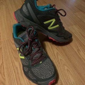 New Balance Women's 910v2 Trail Sz 10